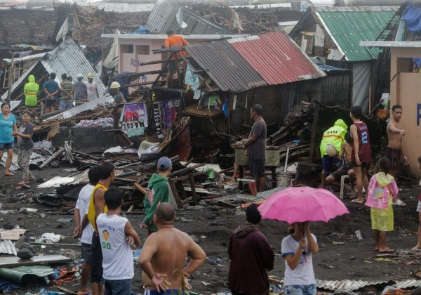 На Филиппинах в результате тайфуна Каммури погибли по меньшей мере 17 человек