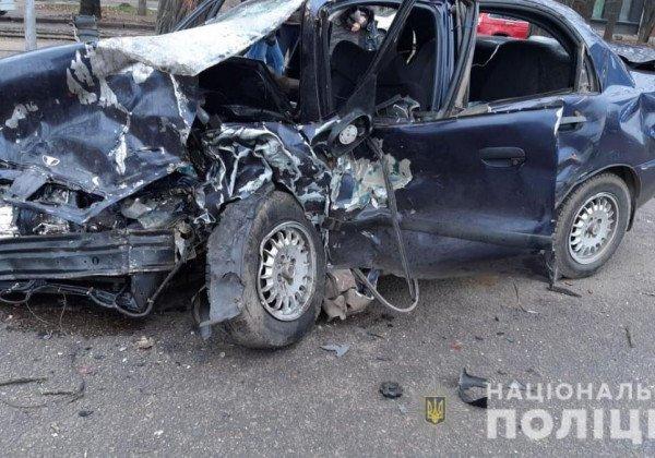 В Николаеве столкнулись Lexus и такси, есть жертвы