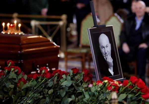 Юрия Лужкова отпевал патриарх Кирилл