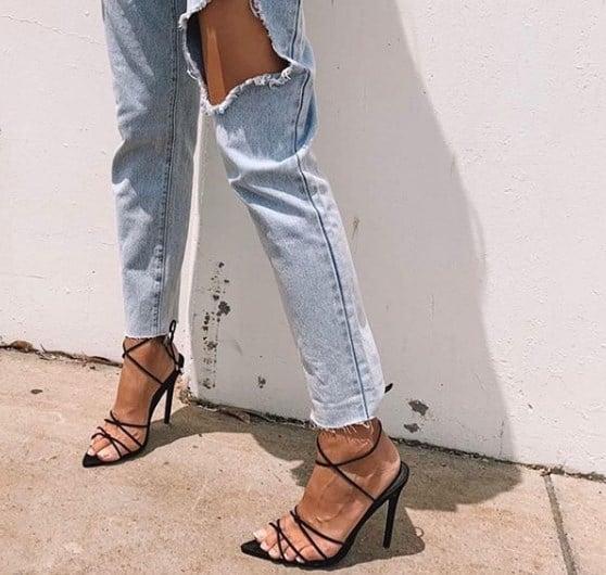 В моду вернулись рваные джинсы / Instagram