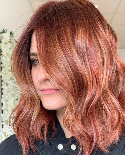 Модная прическа 2020 на средние волосы / Instagram