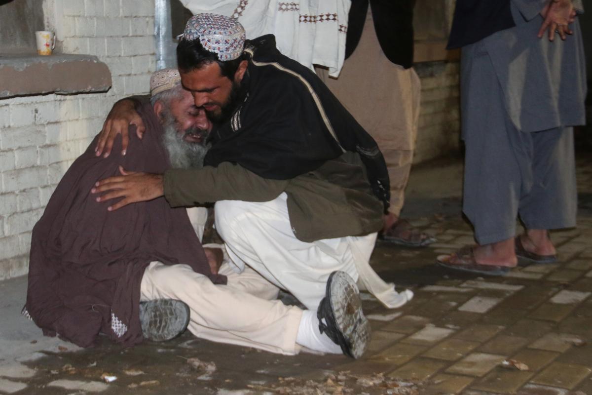 В мечети Пакистана устроили взрыв, много жертв - Теракт в мечети