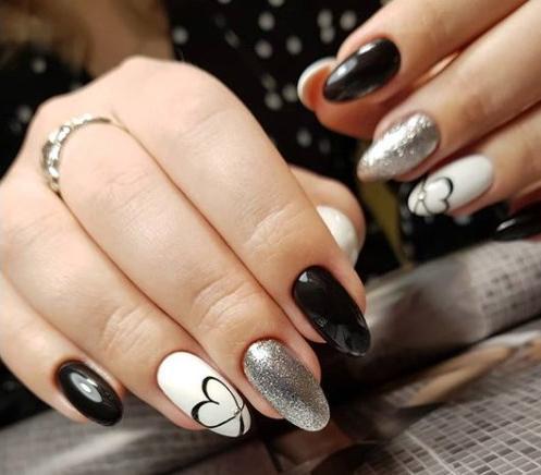 Валентинка на ногтях
