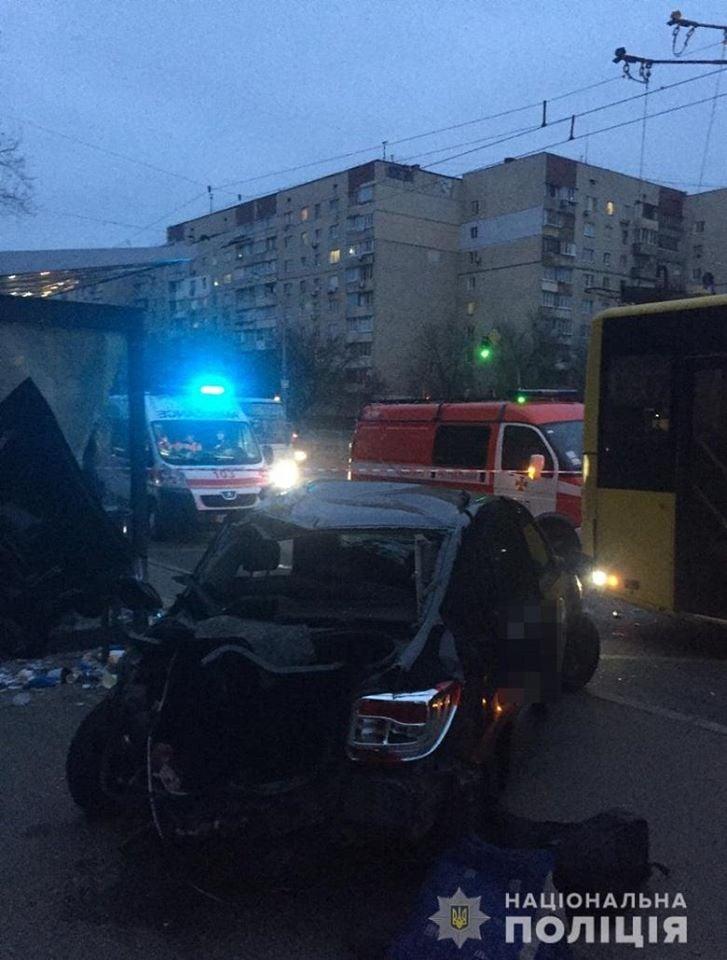 Смертельное ДТП на остановке в Киеве: в полиции рассказали детали