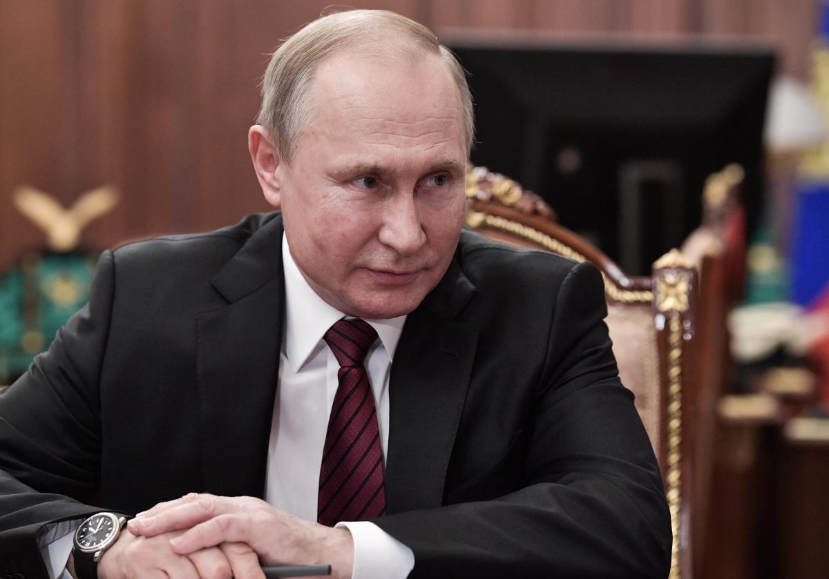 Режиссер полагает, что Владимиру Путину по душе слабая позиция по миру - Путин новости