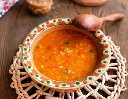 Суп капустняк с квашеной капустой можно сделать ароматнее с помощью зелени - Капустняк рецепт