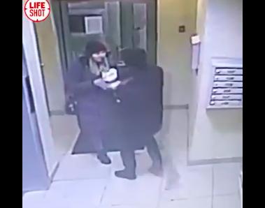 Мужчина поджидал свою жертву в подъезде
