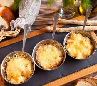 Потрясный жульен с курицей и грибами запекается в духовке при температуре 200 градусов - Жульен - рецепт