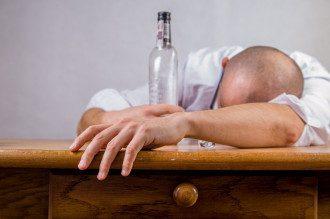 Єдиних ліків від похмілля не існує, але усунення симптомів може допомогти.