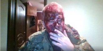 На мужчину напали сзади двое и разбили ему голову / Скриншот