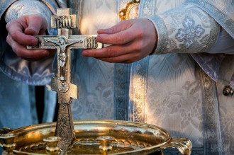 Когда набирать воду на Крещение 2020, во что и как правильно это делать