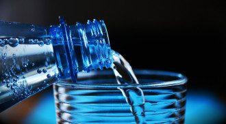 Питна вода збільшує кількість спалюваних вами калорій/