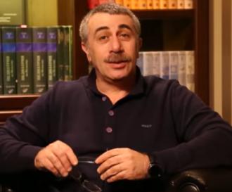 Евгений Комаровский предупредил, что использование грелки может привести к разрыву аппендикса - Грелка на живот
