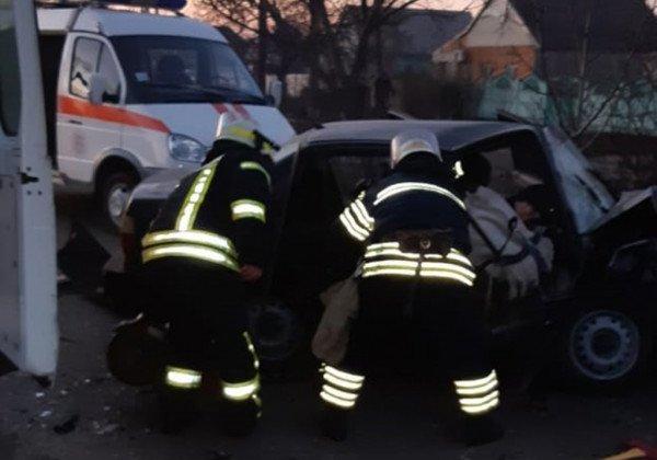 В Никополе произошла авария с участием Икаруса и двух авто, есть жертва