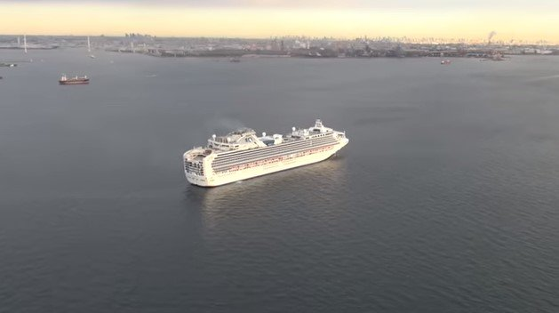 Лайнер Diamond Princess