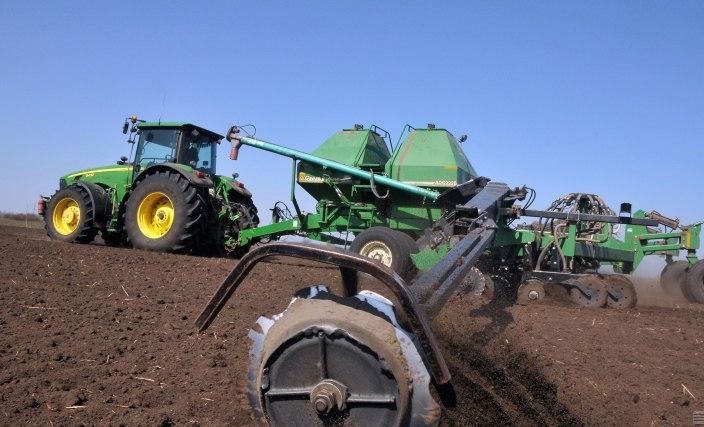 Земля, трактор