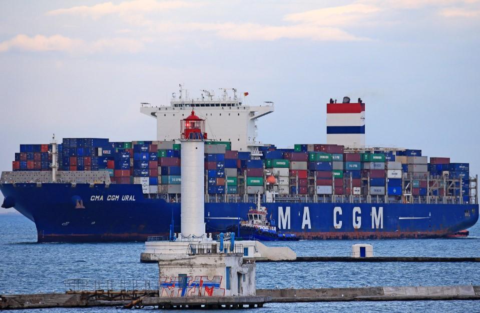 Контейнеровоз CMA CGM Ural в порту Одессы