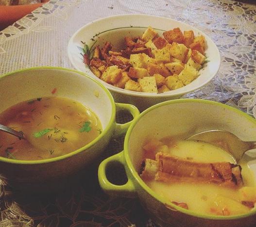 Гороховый суп из ребрышек можно украсить зеленью – Суп гороховый