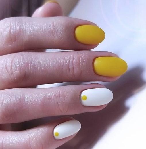 Жовтий манікюр 2020 весна