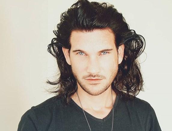 Чоловічі зачіски на довге волосся 2020
