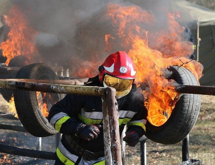 Шина, пожарный