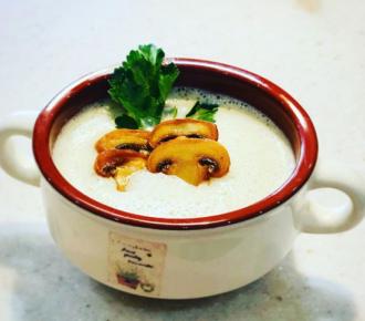 Простой грибной крем суп можно украсить зеленью и сухариками – Грибной суп