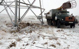 Бригады облэнерго работают над восстановлением электроснабжения
