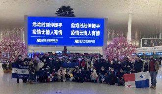 Украинцы в уханьском аэропорту Тяньхе