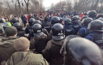 Жители Новых Санжарах протестуют против размещения украинцев в санатории / РБК-Украина