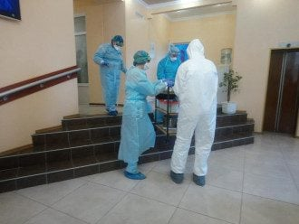 Эпидемиологи в медцентре в Новых Санжарах