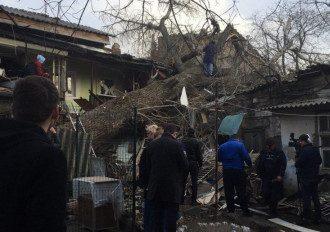 Дерево заблокировало одесситку в доме / Думская