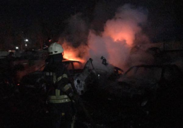 В Одессе произошел пожар на штрафплощадке, сгорели десятки авто -