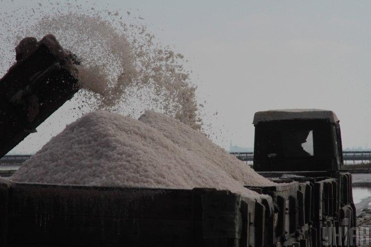Эксперт сообщил, что украинцы едят слишком много соли – Соль вредна