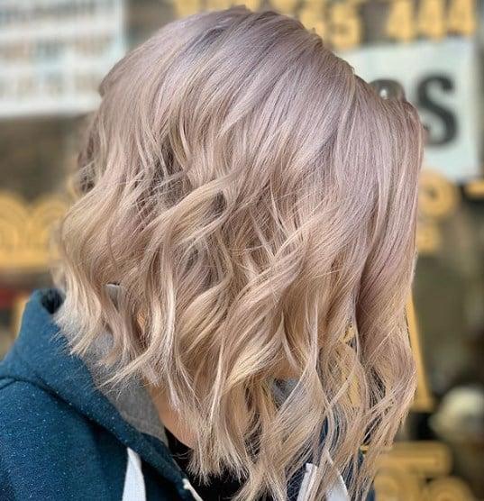 Багатошарові стрижки 2020 на середнє волосся