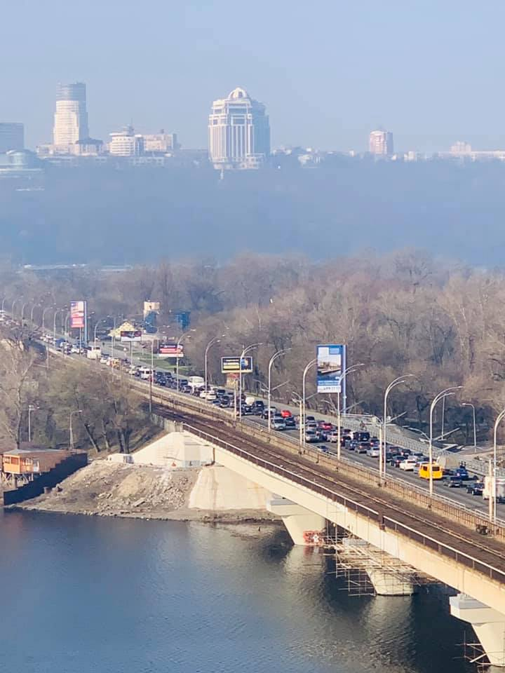 Пробка на мосту Метро в Киеве / Фейсбук Алексей Давиденко