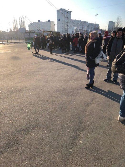Харків зранку, зупинка / Соцмережі
