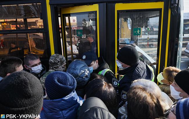 Киевляне штурмуют автобусы