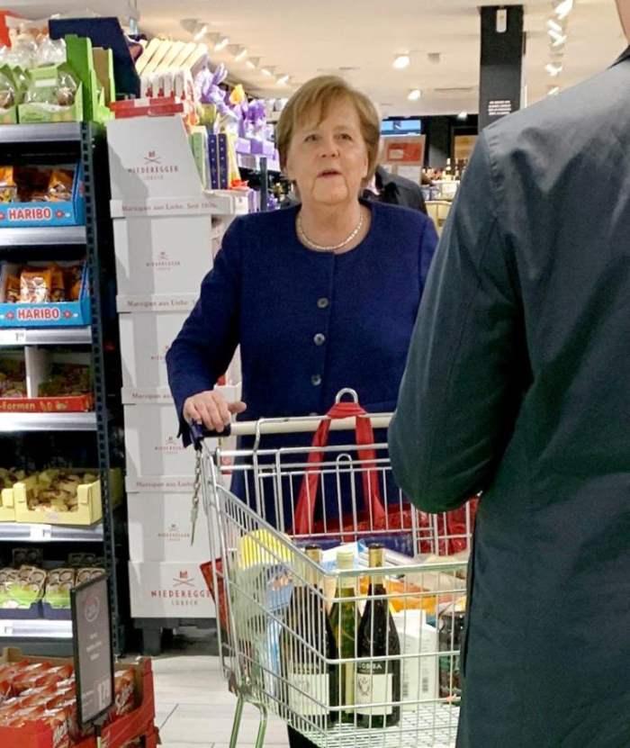 Меркель купила вино в супермаркете / rtl.de