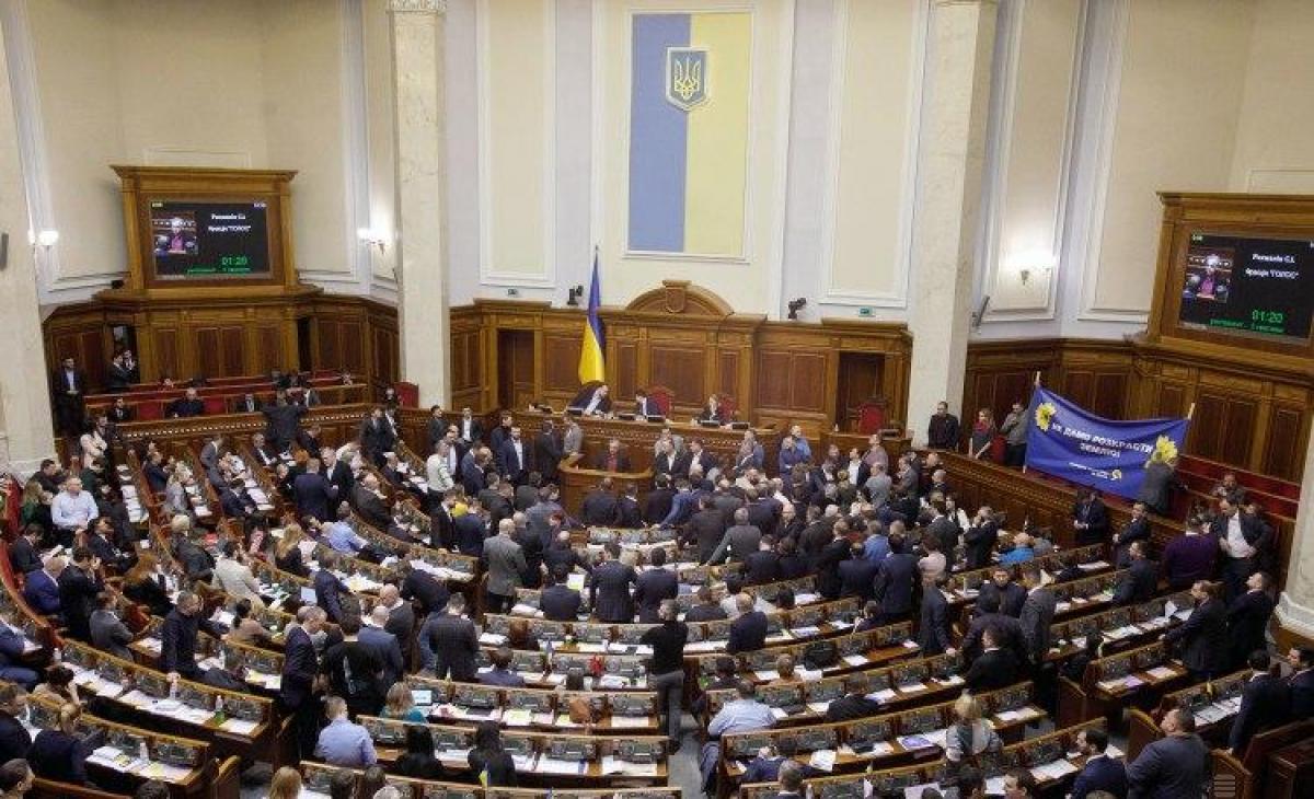 Журналисты узнали, что в четверг состоится экстренная сессия Рады – Коронавирус Украина