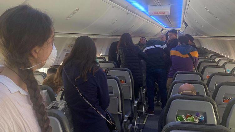 Пасажири, літак