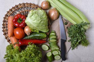 Лікар попередила, що якщо з'їсти велику кількість сирих овочів, може виникнути метеоризм – Що їсти в піст