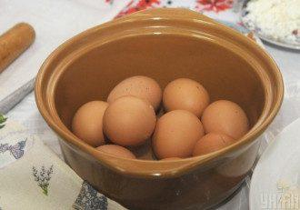 Дослідники з'ясували, що в середньому в день не варто їсти більше одного яйця