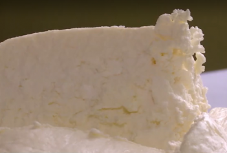 Чтобы приготовить килограмм творога понадобятся две трехлитровые банки молока – Творог рецепт