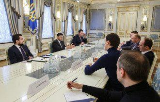 Президент провел встречу с руководителями телеканалов / Офис президента