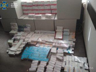 Экспресс-тесты хранили в условия антисанитарии / Фото: пресс-служба СБУ