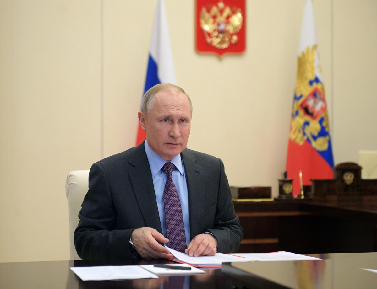 Политическое поле РФ стало рукотворной вещью, поделился писатель – Путин новости