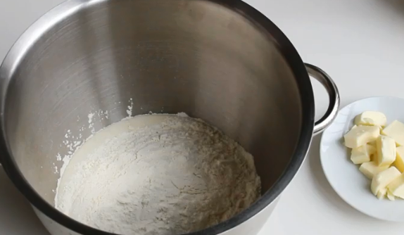 Замешенное тесто на панеттоне можно поставить расти в духовку, разогретую до минимума – Панеттоне – рецепт итальянской пасхи