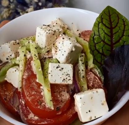 На Великдень можна приготувати Шопський салат – Що приготувати на Великдень 2020