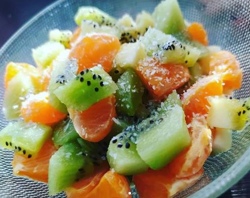 На Пасху можно приготовить легкий фруктовый салат – Что приготовить на Пасху