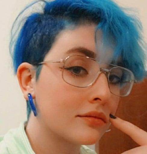 Фарбування волосся в синій колір